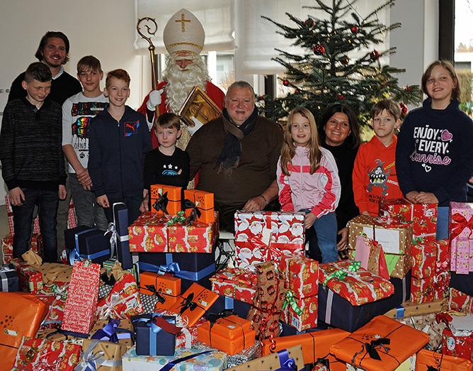 Weihnachtsgeschenke für die Kinder im Clemens-Maria-Kinderheim