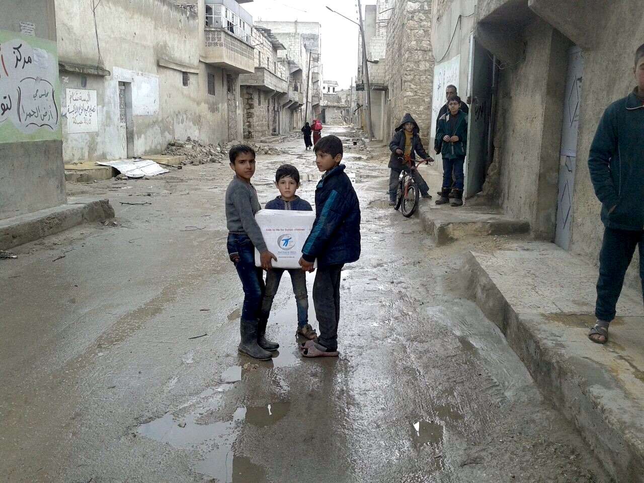 Überlebenspakete für Kinder in Syrien