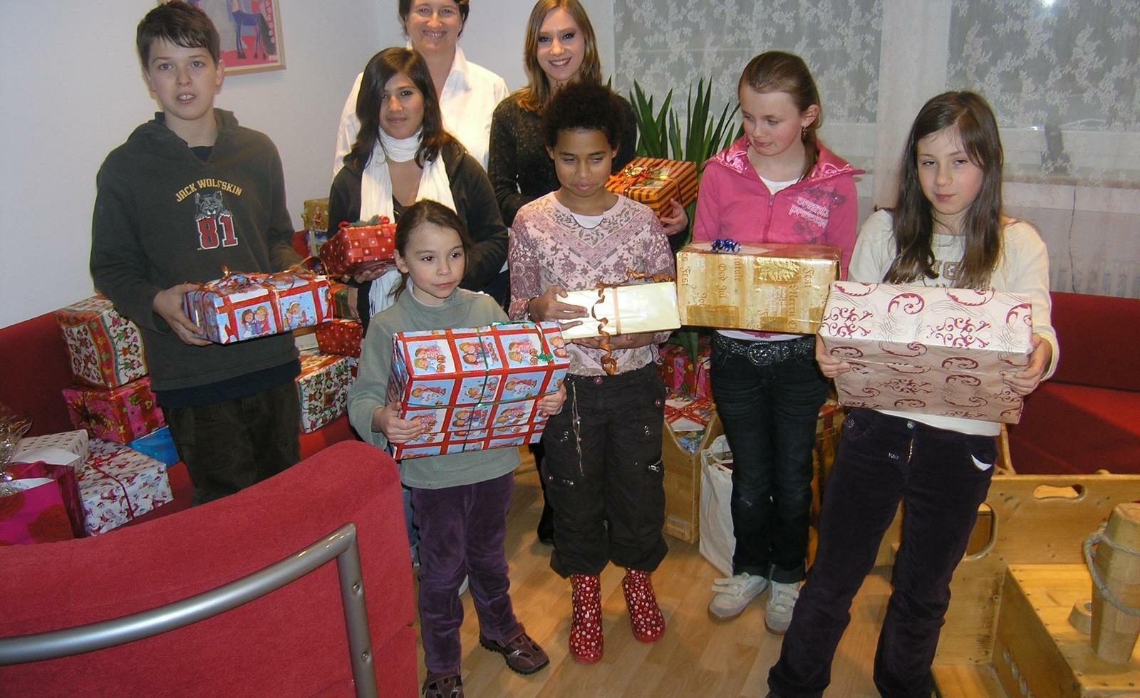 kids to life beschenkt über 100 Kinder aus dem Clemens-Maria-Kinderheim